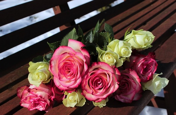 Bouquet of roses 1246490 640