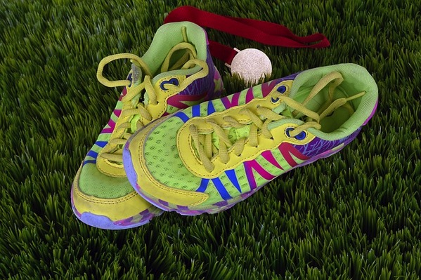 Running shoes 1428049 640